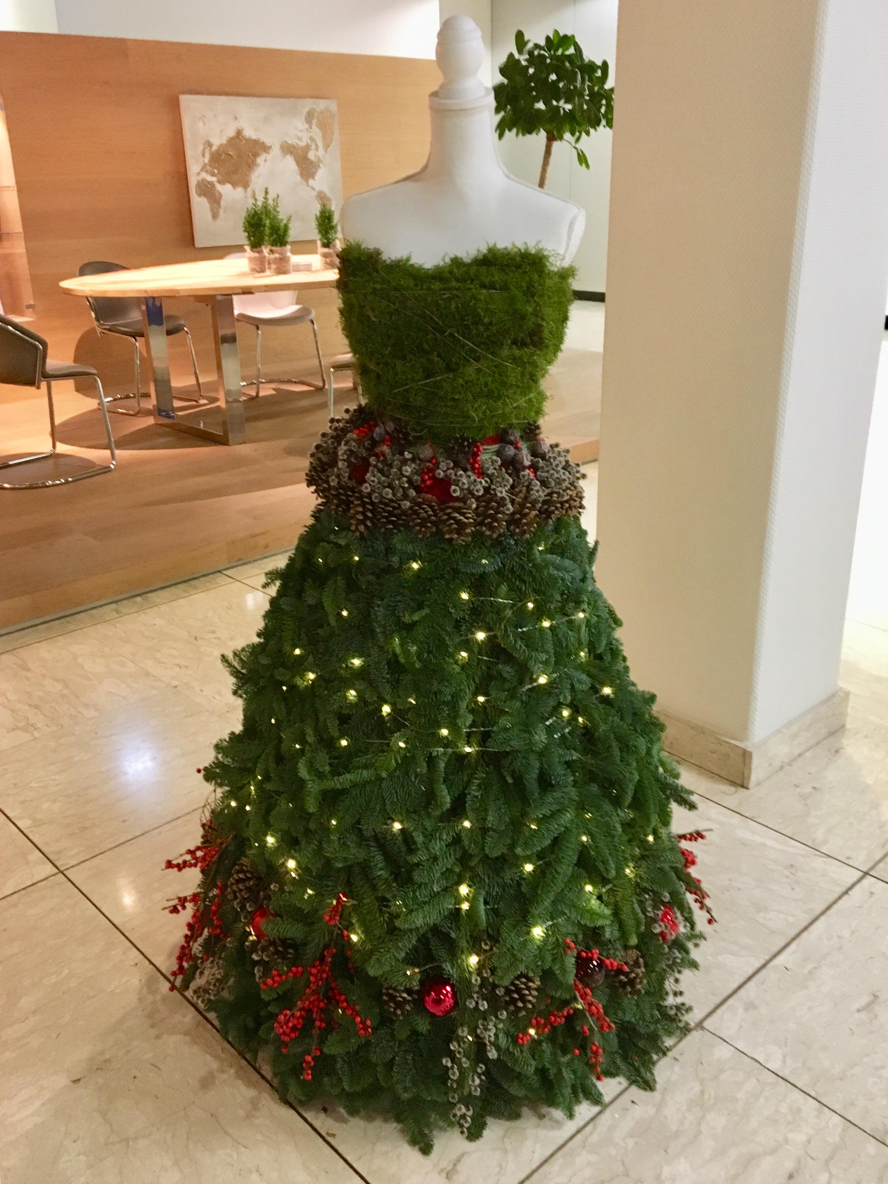 Weihnachtsdeko Bei Heine.Floraler Weihnachtsworkshop Mit Mitarbeitern Bei Heine