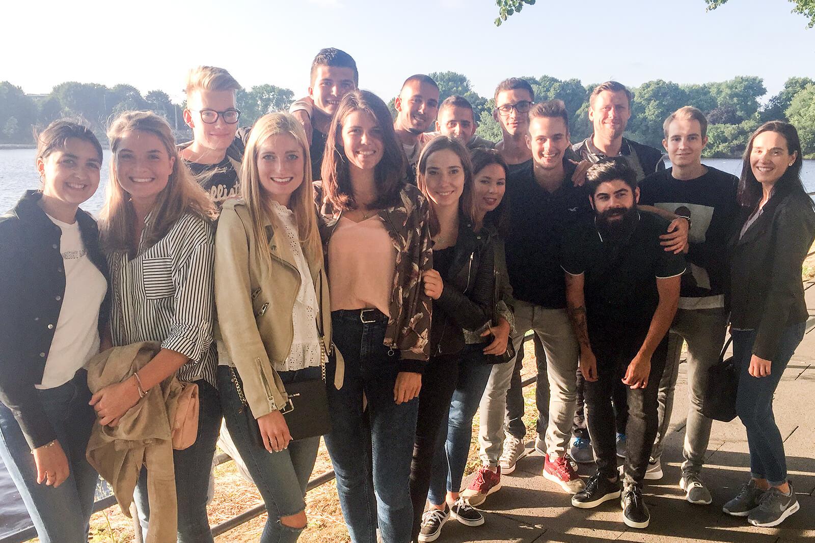 Moin! heine Azubis auf dreitägiger Bildungsreise in Hamburg