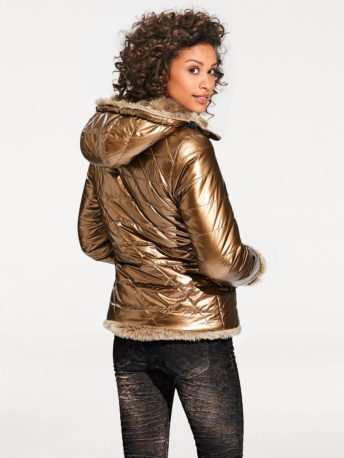 Steppjacke_metallic_Kapuze