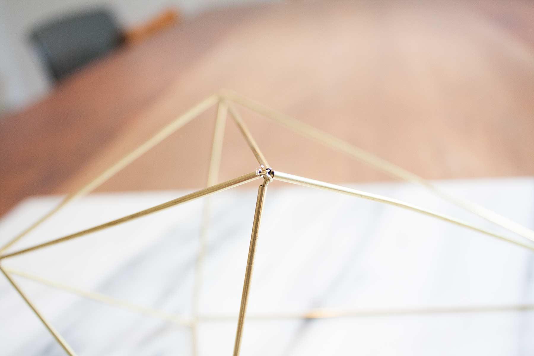 DIY – Geometrische Deko: Himmeli aus Messing - Styles & Stories