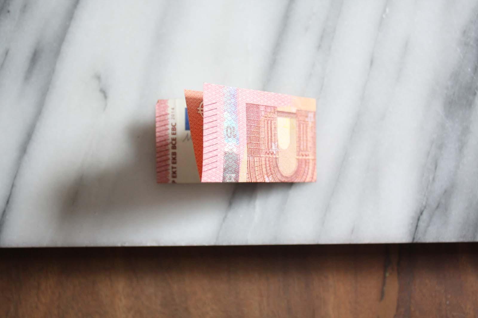 Geldgeschenke falten: Einhorn - linke auf rechte Seite