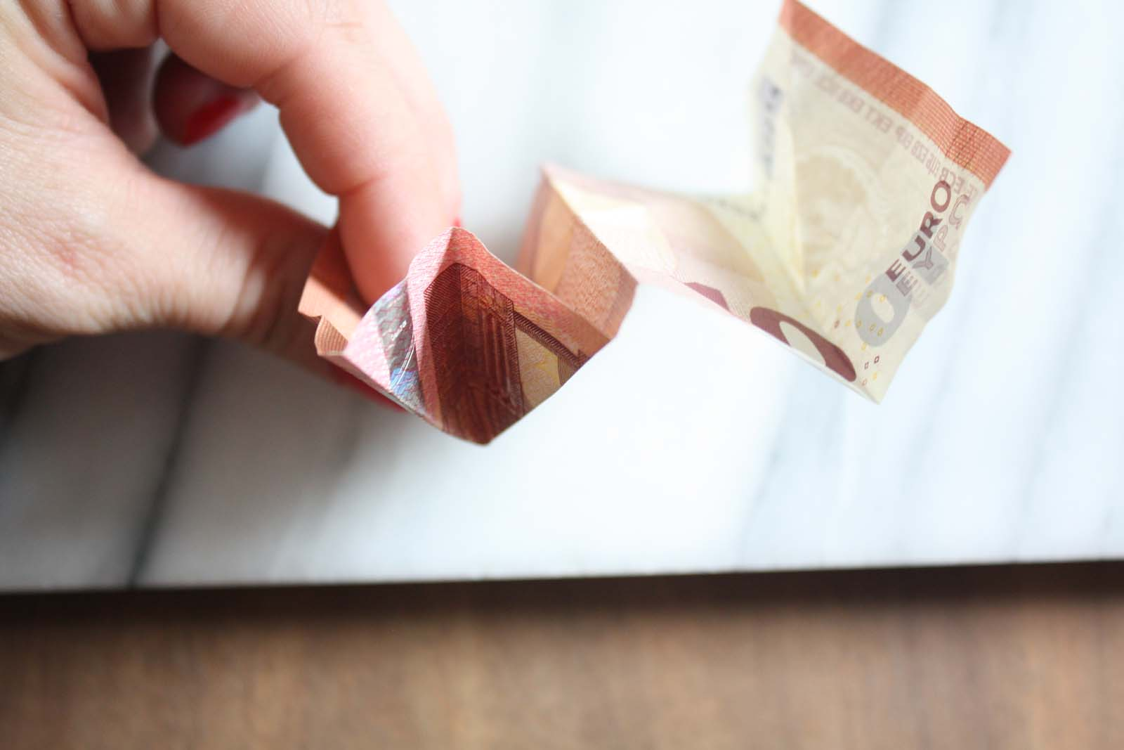 Geldscheine falten: Dreieck in W-Faltung