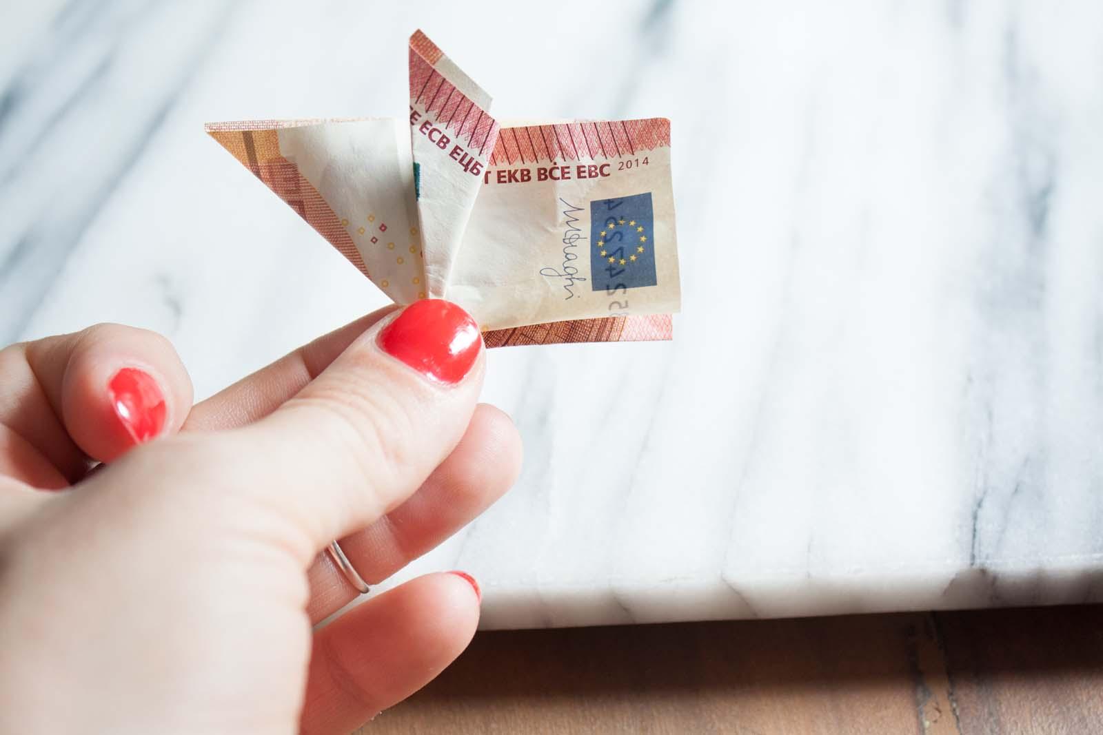 Geldscheine falten: Schweinchen - Ohr andere Seite