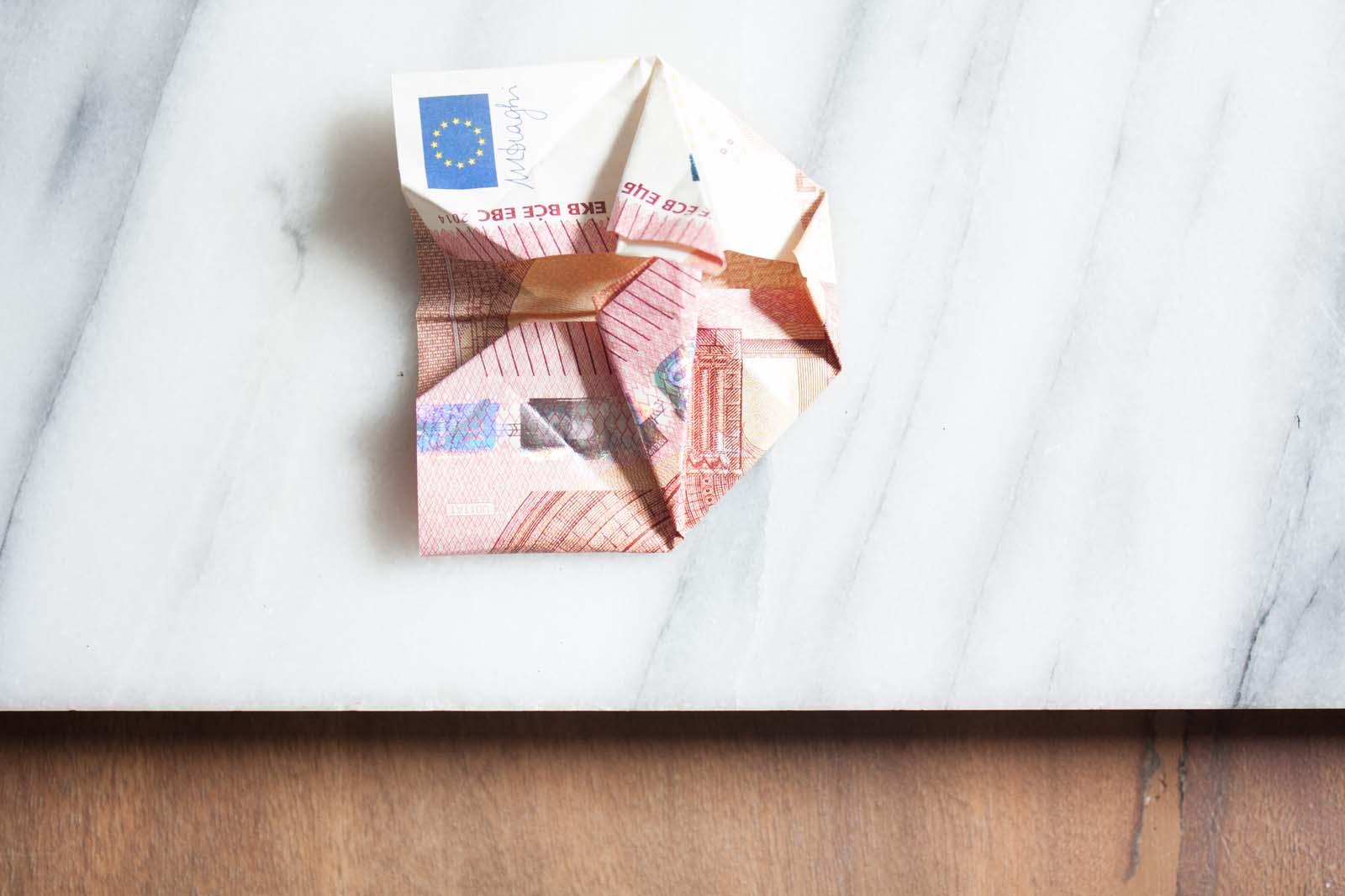 Geldscheine falten: Wieder aufklappen
