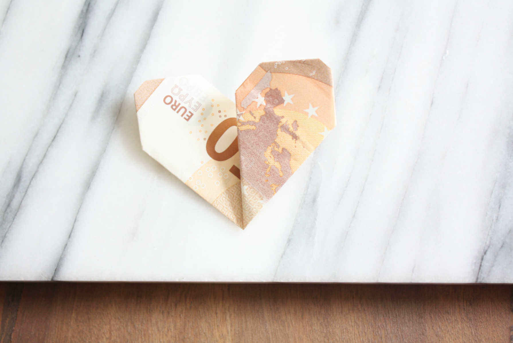 Geldscheine falten: Herz - fertig