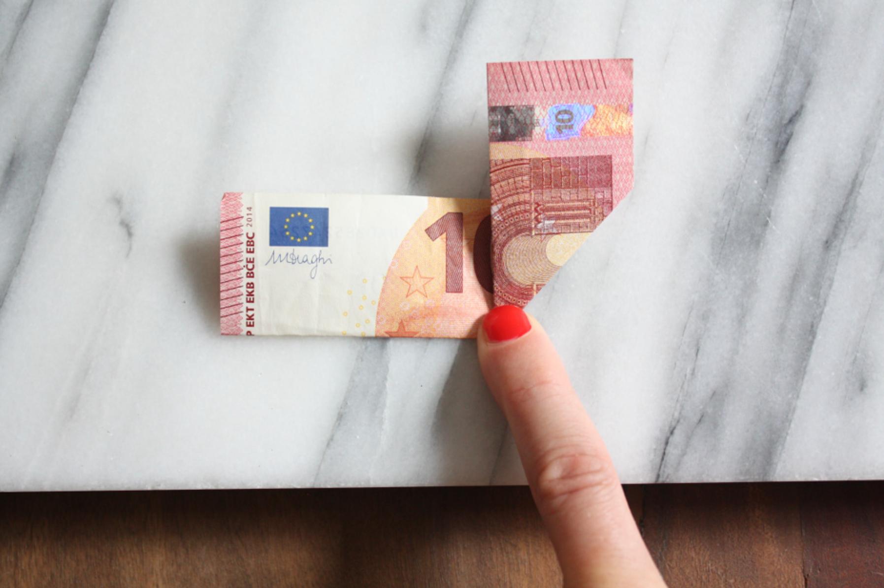 Geldscheine falten: Einhorn - am Mittelfalz nach oben