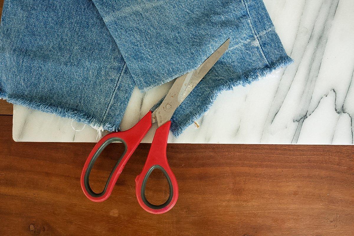 DIY - Jeans: Saum abschneiden