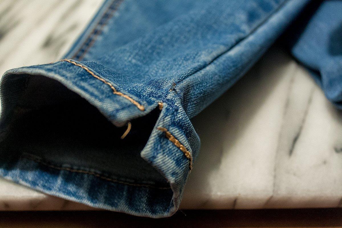 DIY Jeans: Schmucksteine anbringen