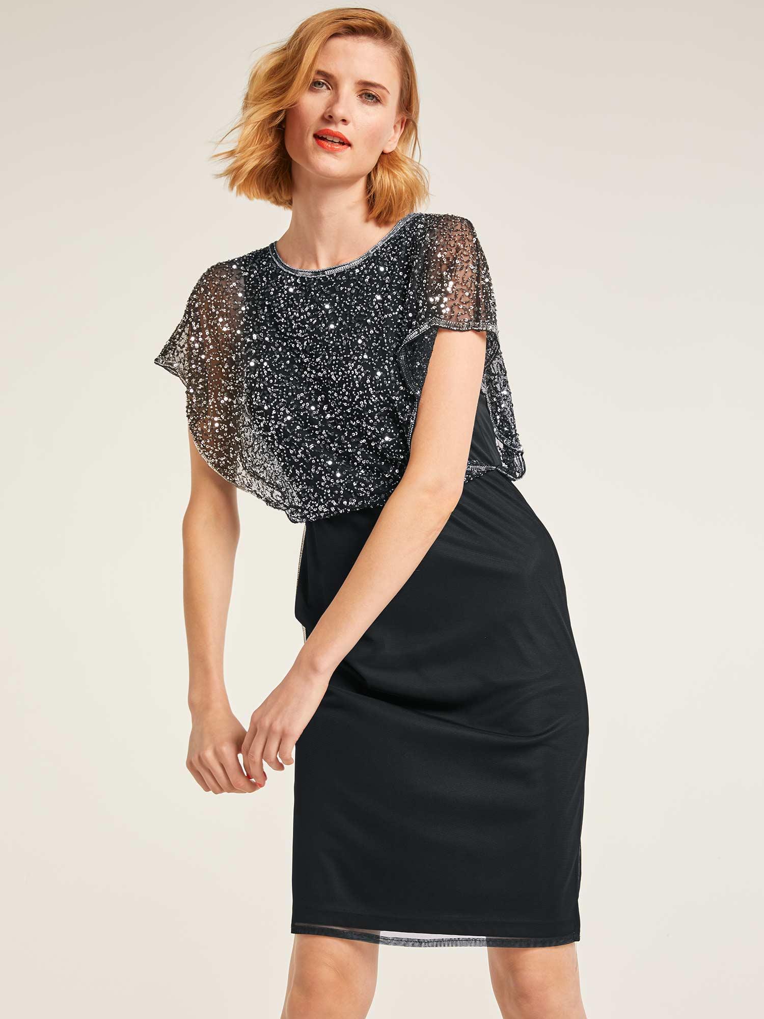 7294682f8b071f Ein Kleid sollte nicht allover bestickt sein. Eine Bluse, ein Rock oder ein  Spitzentop dürfen hingegen etwas mehr hervorstechen.