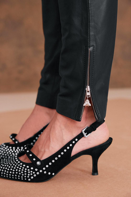 Schuhe verziert mit Kristallen