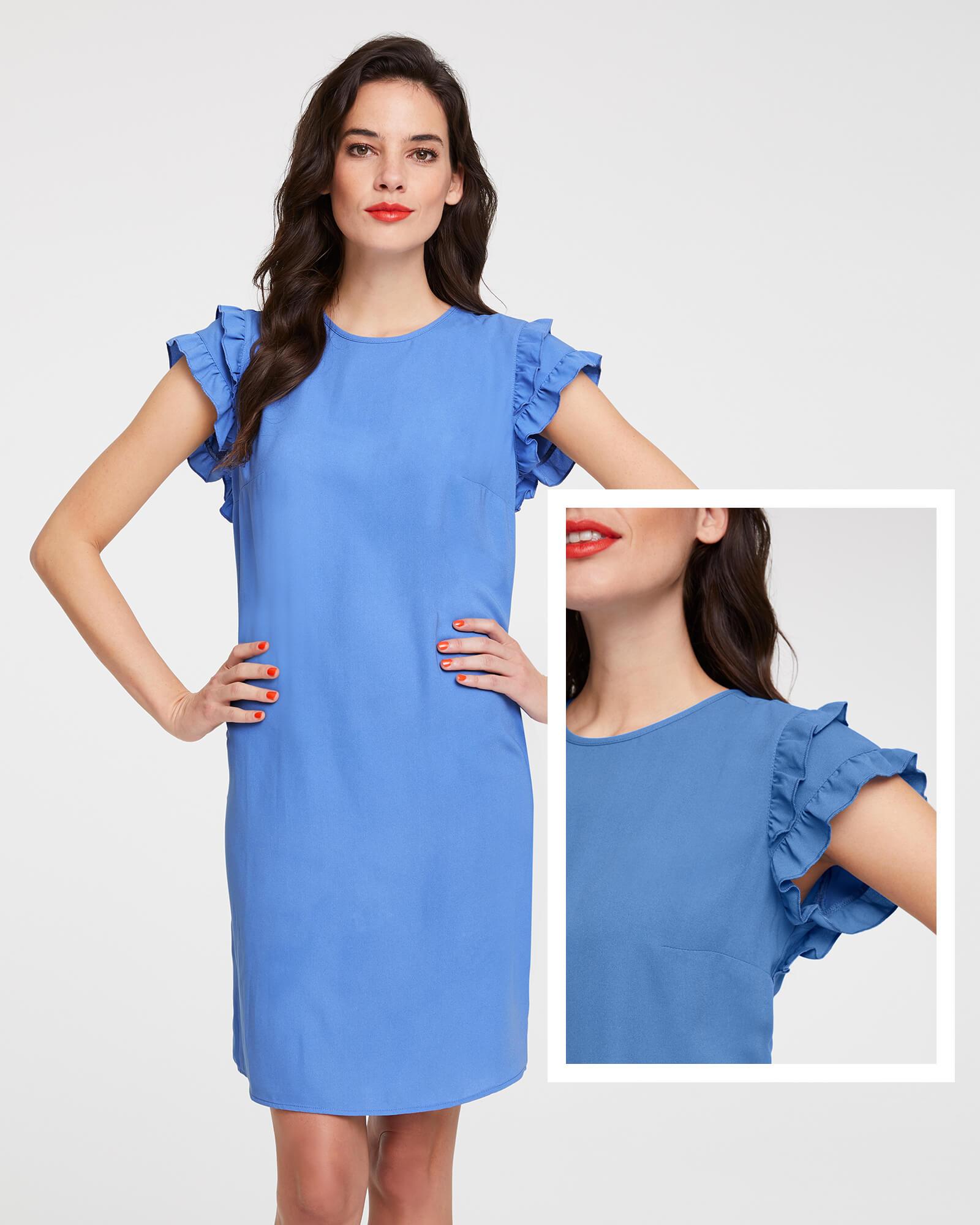 Kleid in Bleu mit Rüschen