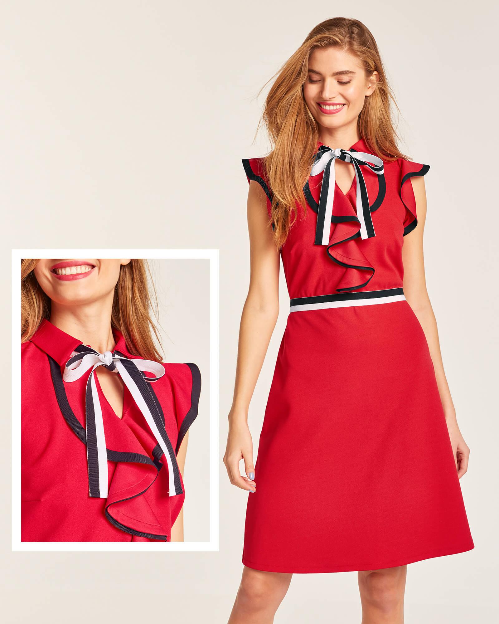 Rotes Kleid mit Rüschen