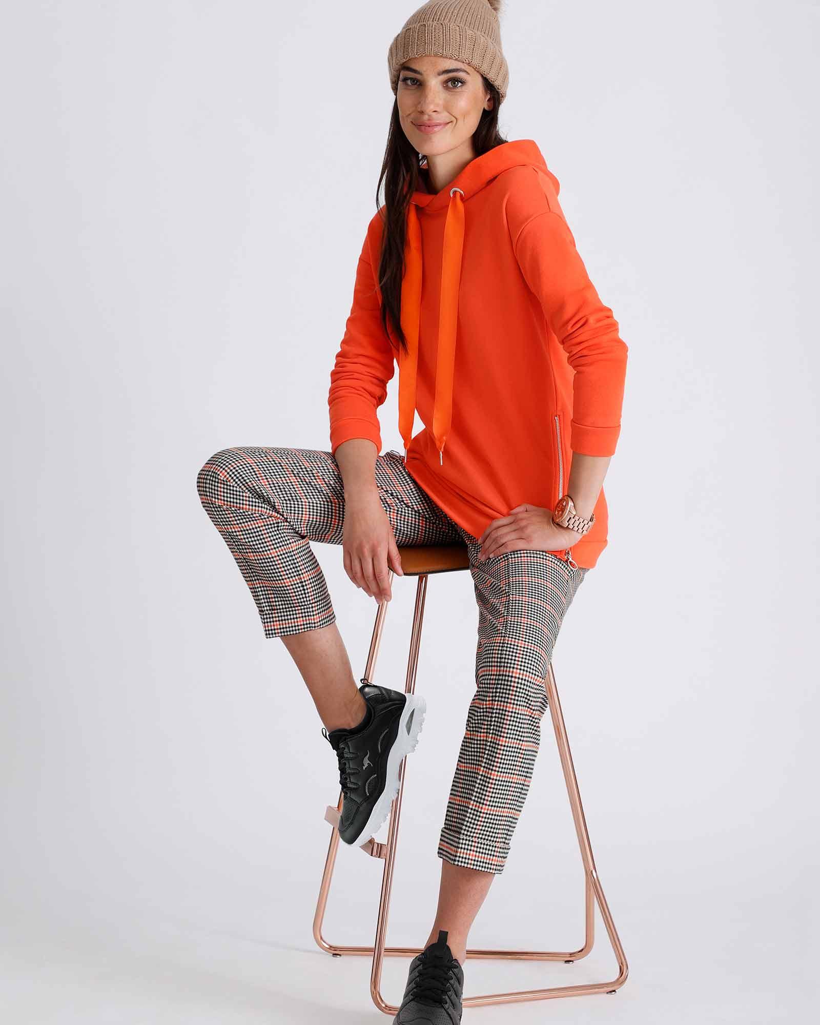 karierte Hose mit Sweatshirt Orange