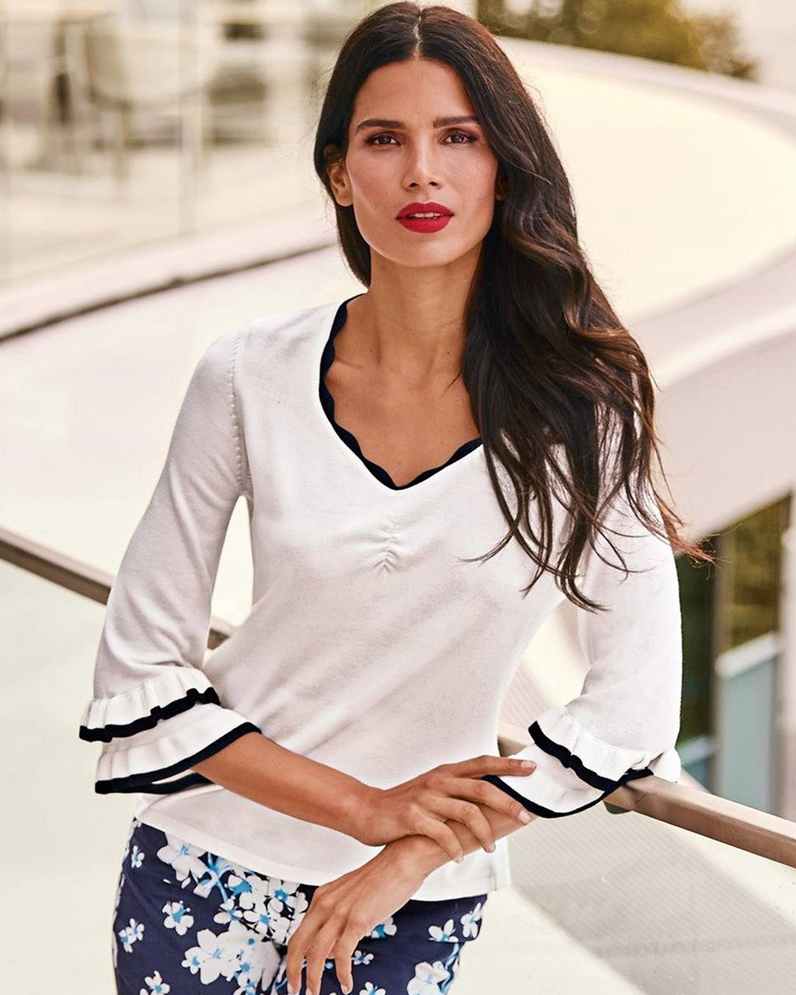 Pullover in Weiß mit Volants